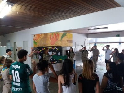 Escola Saudação à Bandeira na Estadual Professor Honório Rodrigues Amorim